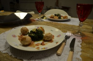 Chicken & Almosts meatballs with sweet spinach for 2